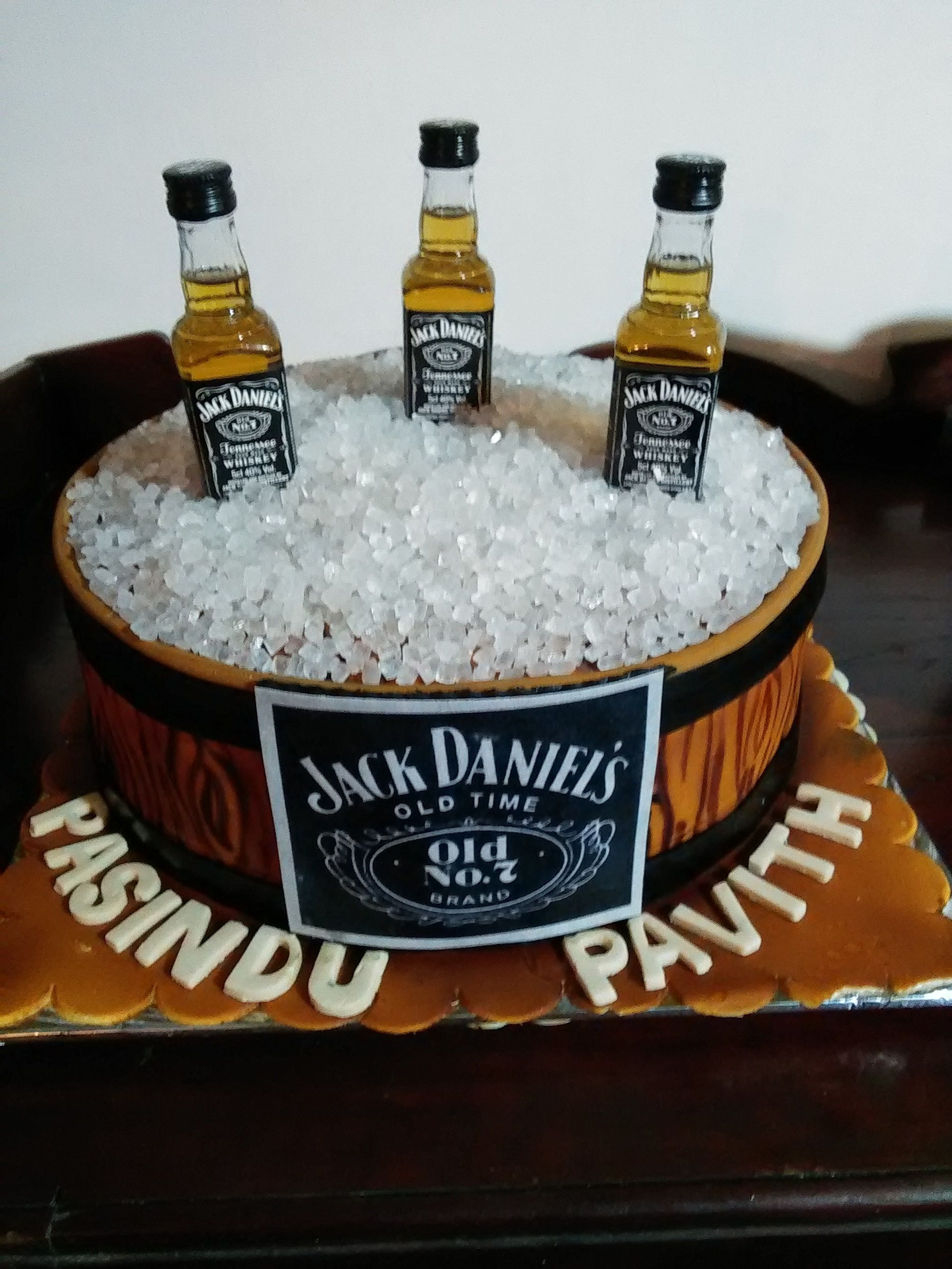 Jack Daniels Theme For Those Who Enjoy Their Drinks Birthday Cake Designed And Created By Yamuna Silva Of Yami Cakes Kotte Sri Pastel Para Papa Tortas Dulces
