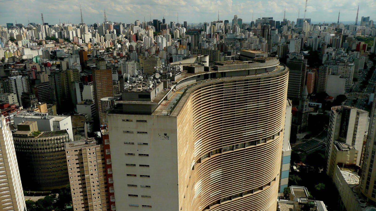 Combining interviews with Sao Paulo-based creatives – including architect Letícia Nobell, designers Fernando and Humberto Campana and architect firm Triptyque – Paulistano film-maker Marcelo Galvão explores how, despite its traffic chaos, urban decay and drizzle, Sampa continues to enthrall and inspire its inhabitants [...]