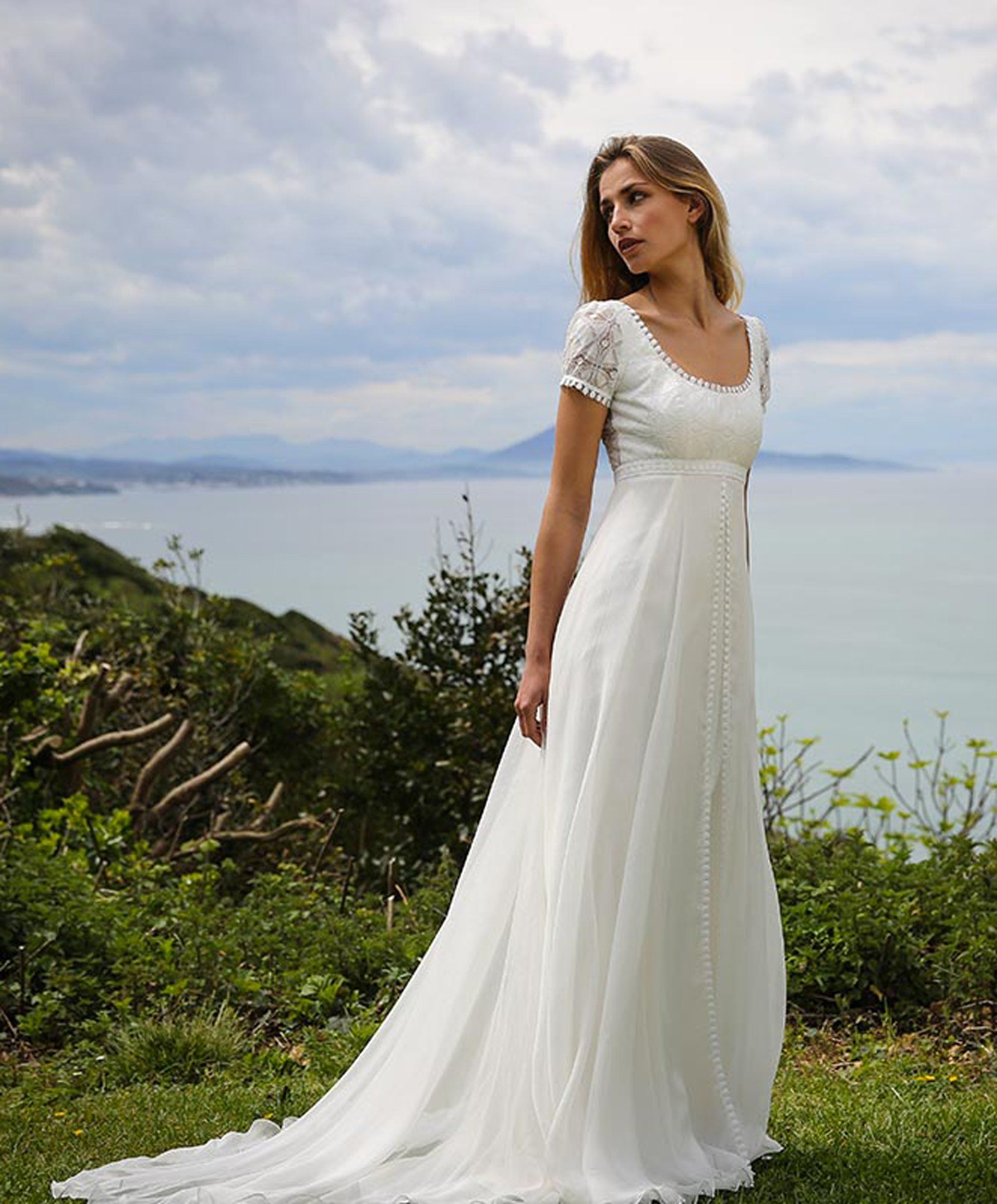 les plus belles robes de mari e 2018 marie laporte prix robe taille empire et robe de mari e 2017. Black Bedroom Furniture Sets. Home Design Ideas