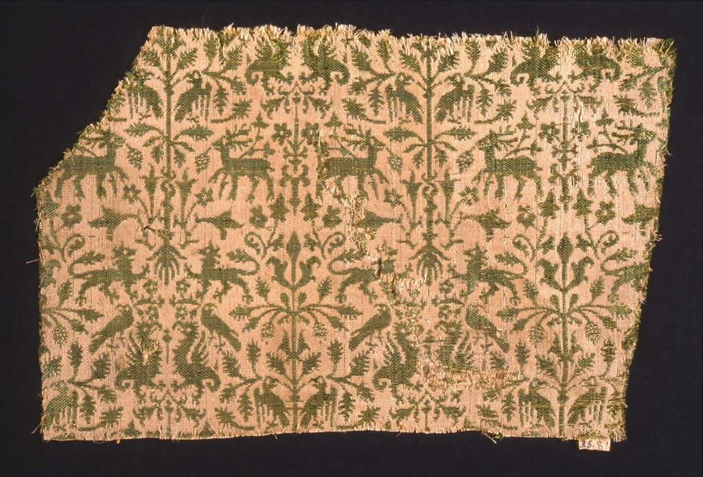 WOven but lends itself to print - Textile fragment, tiny pattern, silk 14th century 14.5 x 22 cm