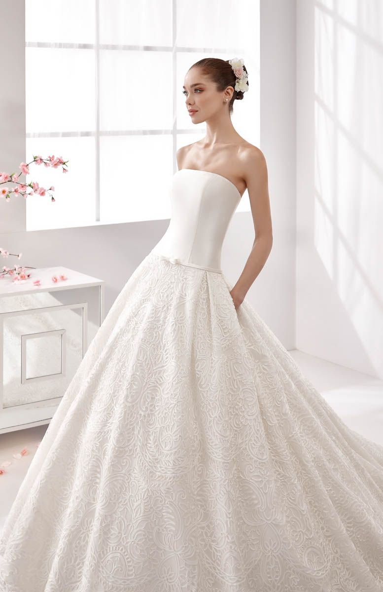 Live your Italian tailor made fashion experience on ALTELIER.com / Nicole Aurora Wedding Gown