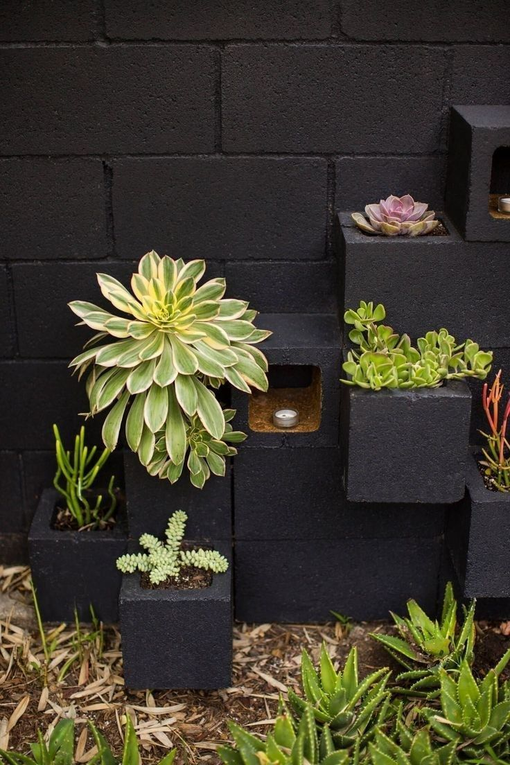 55 Modern And Elegant Vertical Wall Planter Pots Ideas #betonblockgarten
