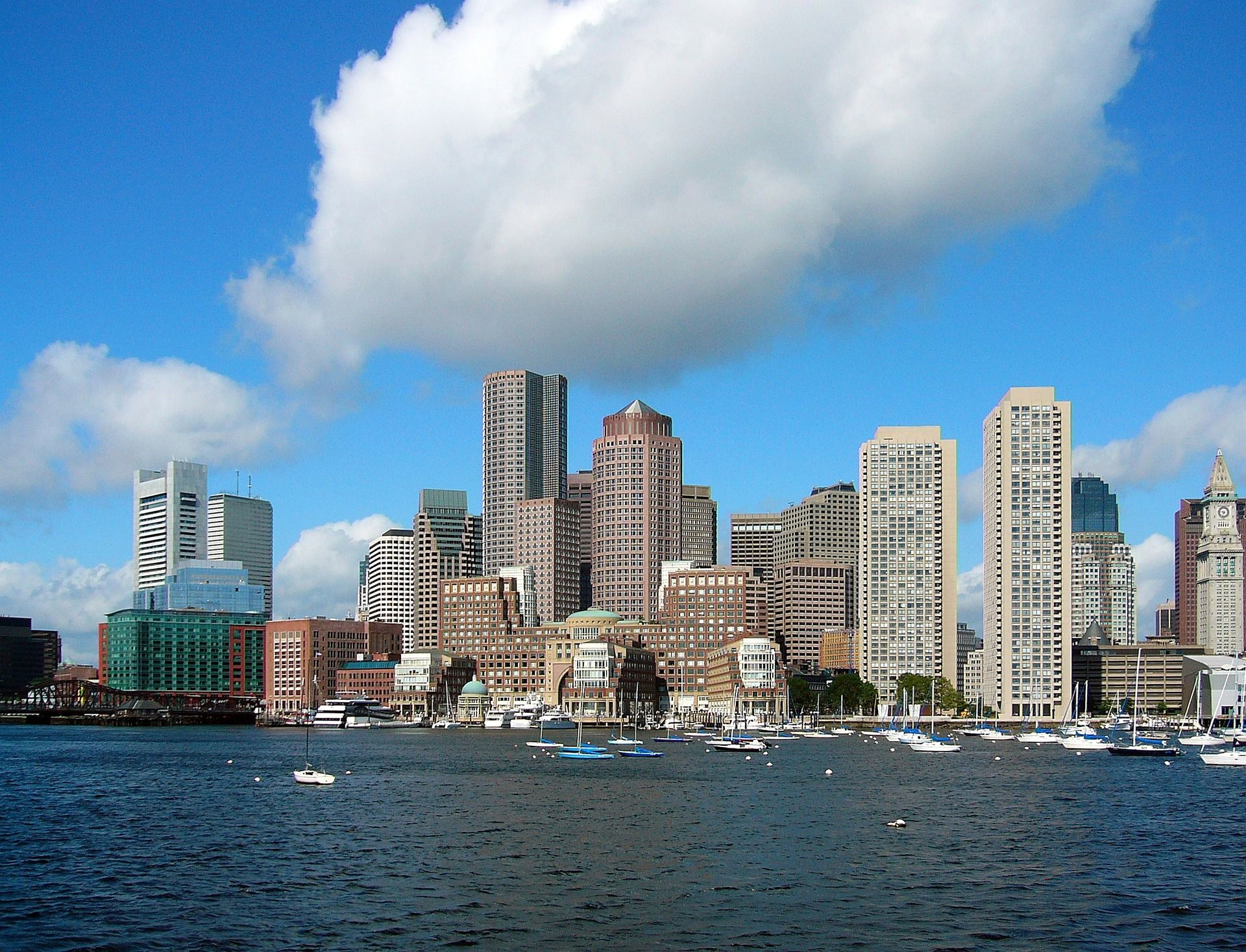 Boston, a city full of surprises galore is a treat for all tourists.   photo:pixabay.com