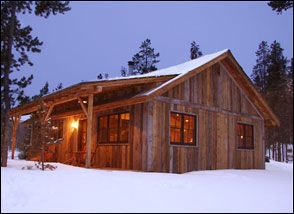 Cabin with lean to rustic cabin home ideas pinterest for Log cabin plan con soppalco