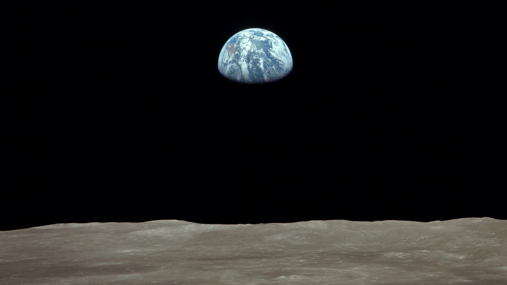 Earthrise I Love This Photo Taken From An Apollo Mission Wallpaper Earth Earth View Earth View From Space