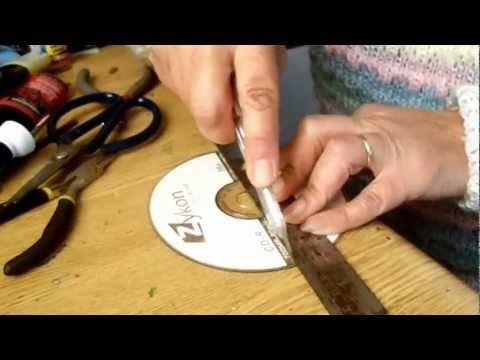 01225808c2da Como cortar un CD (Aretes y collares) Spanish version - YouTube Reciclaje  De Cds