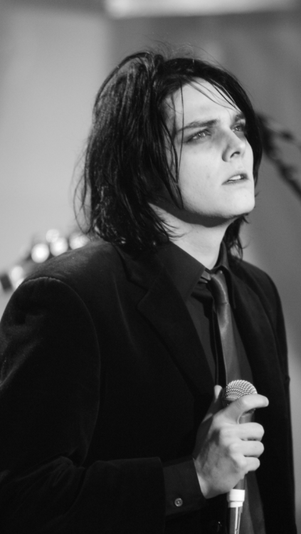 Pin By Panda Monster Quinn On About Emo Guys Gerard Way My Chemical Romance