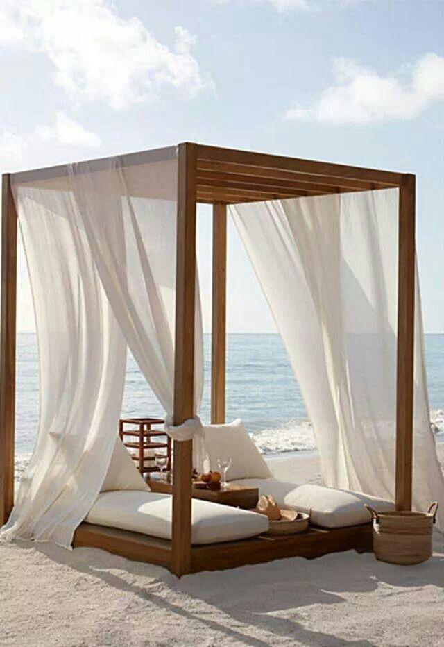 это кровать на берегу моря фото любви мне говорить