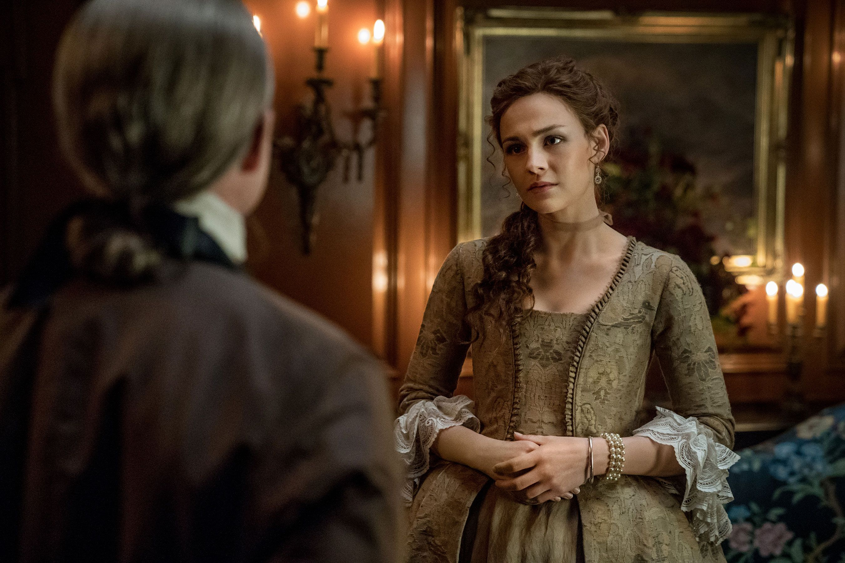 Look who's showing! See a pregnant Bree in 'Outlander