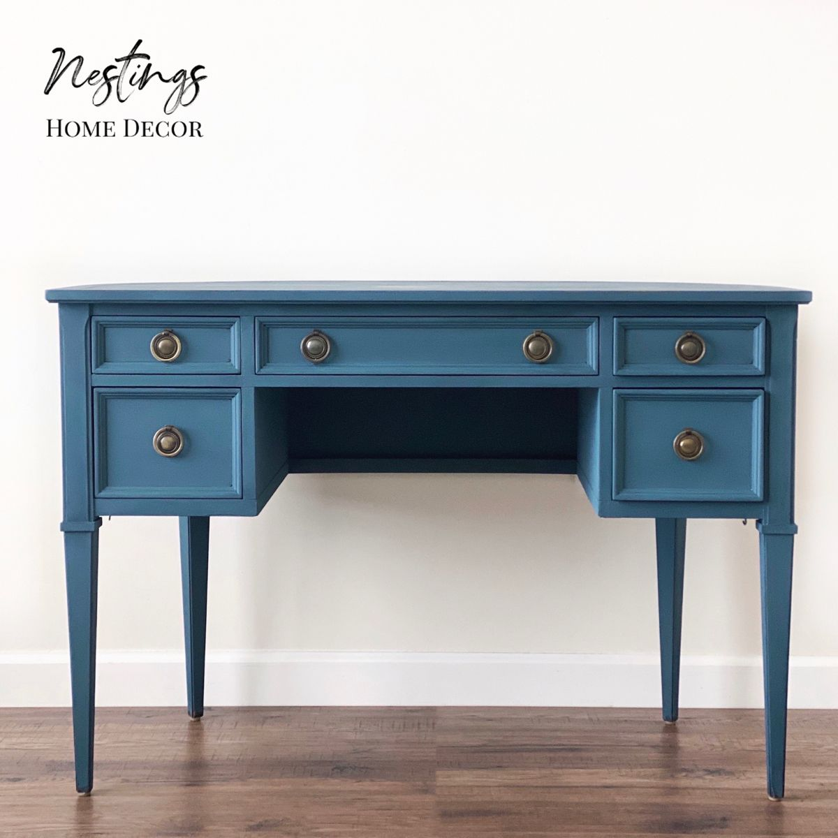 #chalkpaint #chalkpaintfurniture #painting #paint #diy #anniesloanhome #anniesloanchalkpaint #furniturepaint #furniturediy #furniturepainting #furnitureideas #desk #upcycling #handpainted #handpaintedfurniture