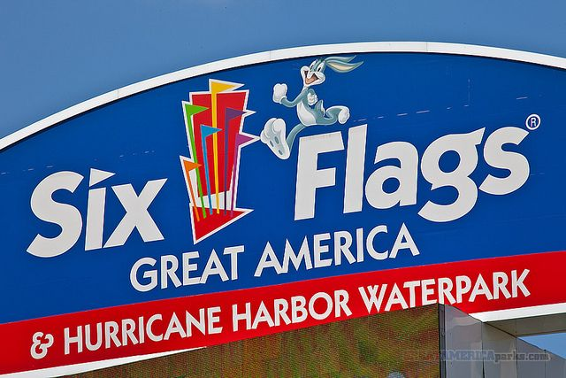Six Flags Great America Highway Sign Great America Six Flags Fun Places To Go