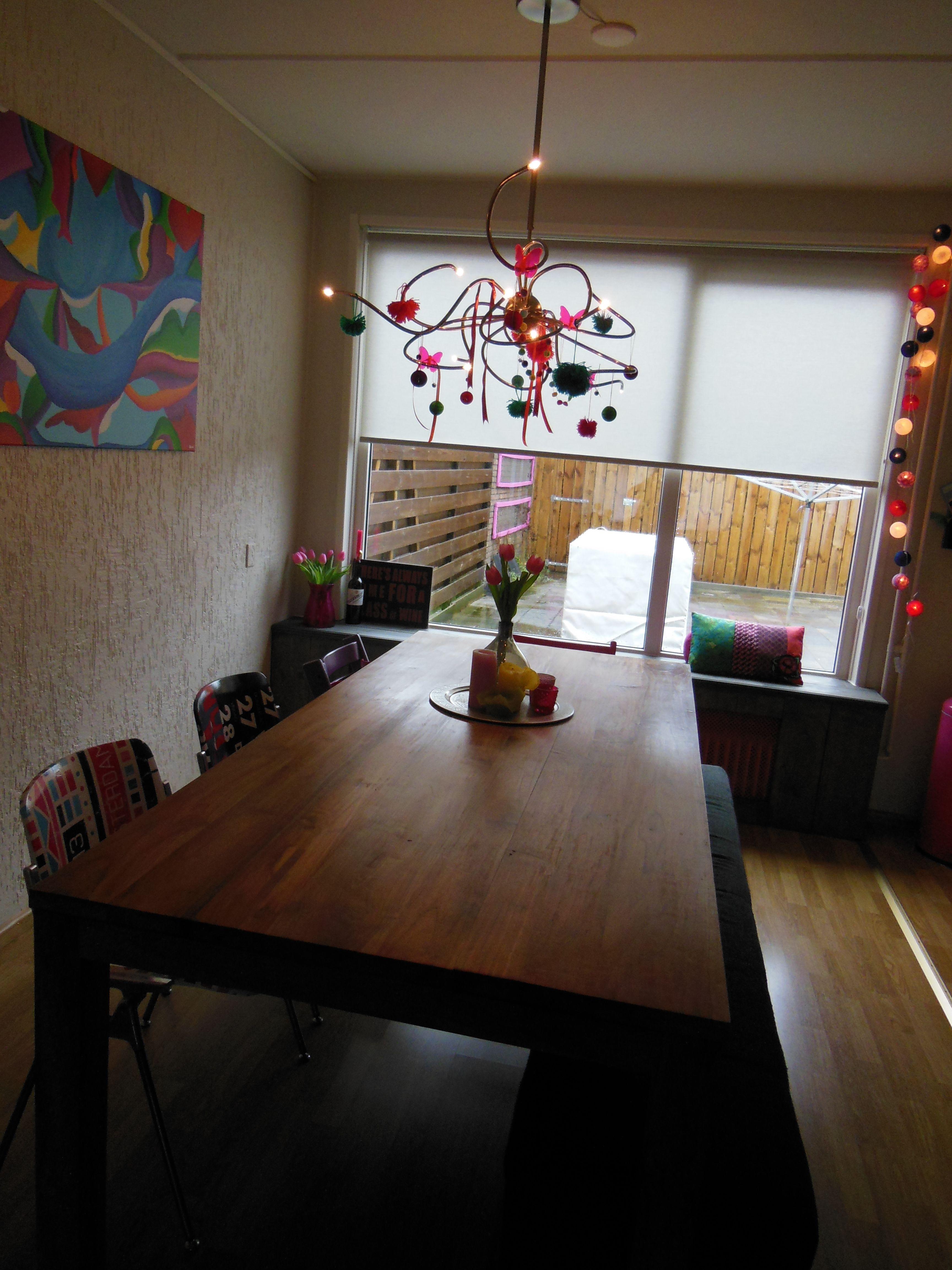 Onze kleurrijke achterkamer met steigerhouten radiatorombouw!