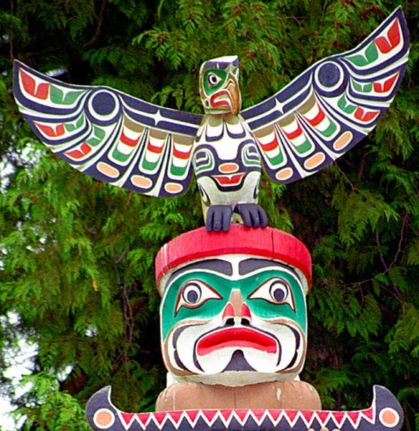Vancouver bc stanley park totem pole 2 history stands tall for Totem stand