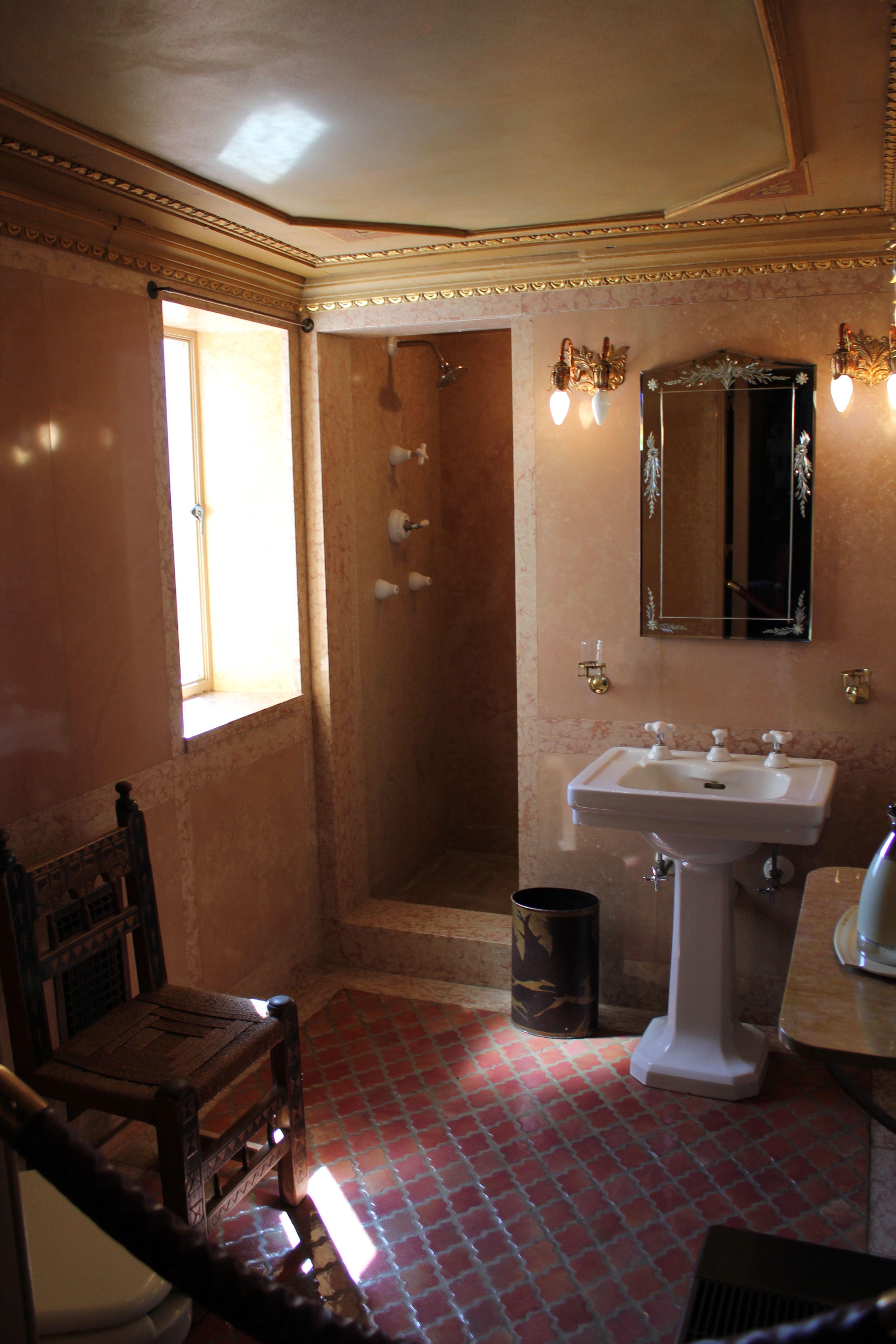 California Bathroom hearst castle ca. 1920s bath - julia morgan & wr hearst
