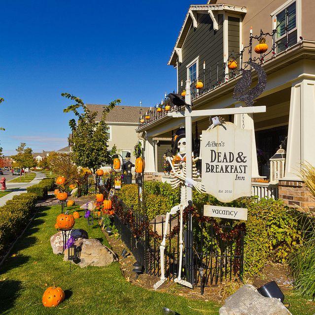 """Dead and Breakfast Inn"" Skeleton Sign at Halloween House"