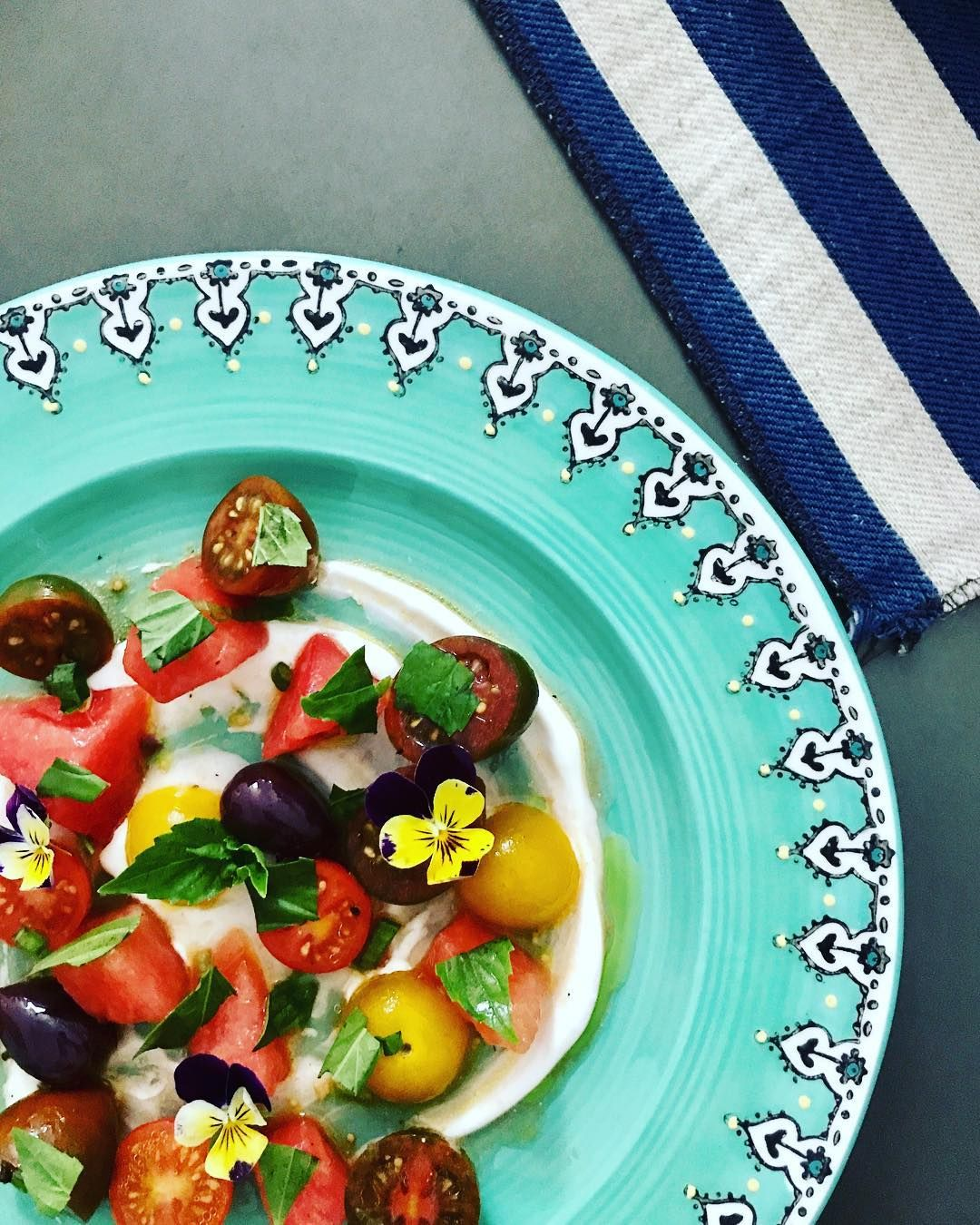 Just reminiscing on our NYC #TDPP! Everyone in Orlando is so gracious to ask about it. It was delightful from every angle. Esp this stunning / delicious creation from Guest Chef @moeenmoe. Summer Breeze Salad - Heirloom Tomato, Watermelon, Feta Whip, Calamatta Olives, w Basil & Scallions. #summer #dinnerparty #nyc