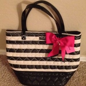 Shop my listings on @poshmark! My username is aposhlife. Join with code: BVZIB for a $5 credit!