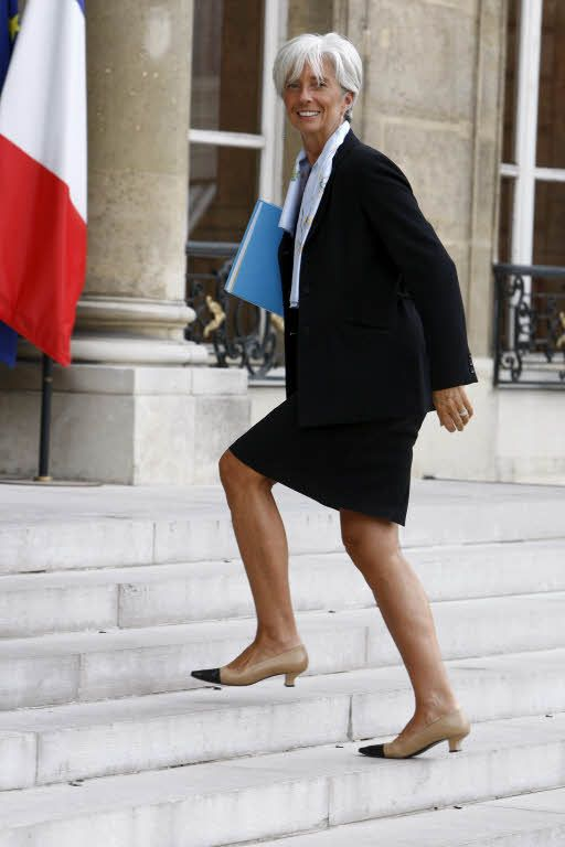 Christine Lagarde President Of The World Monetary Fund And A Dazzlingly Stylish Woman Of A Certain Age Professional Chic Fashion Stylish Older Women