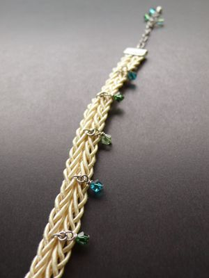 Accessories Bracelet   -Cream white-The Swarovski bead was attached to the string of silk and it was made the bracelet.