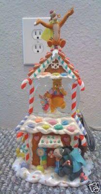 Disney Snowglobes Collectors Guide: Winnie the Pooh Gingerbread snowglobe