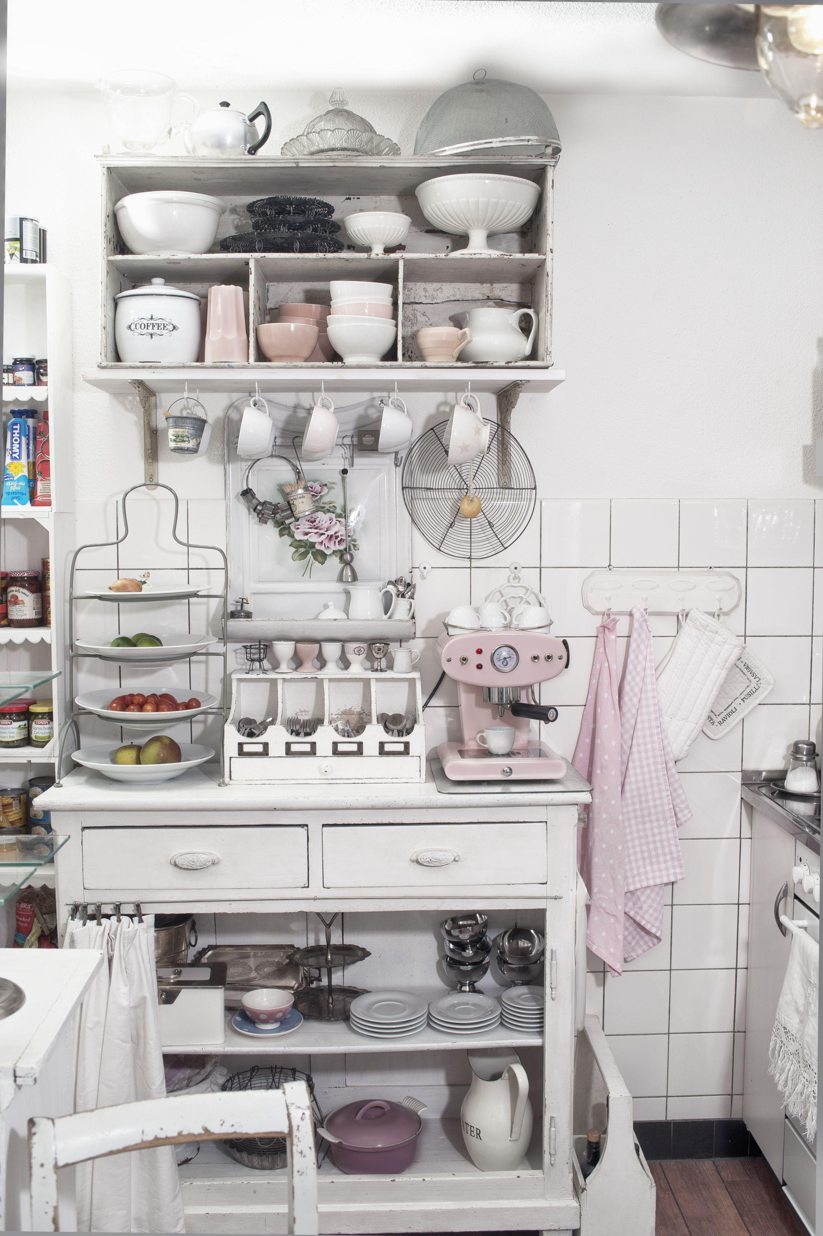 shabby chic und vintage meine k che in rosa und weiss bild aus dem buch unikatum iris polin. Black Bedroom Furniture Sets. Home Design Ideas