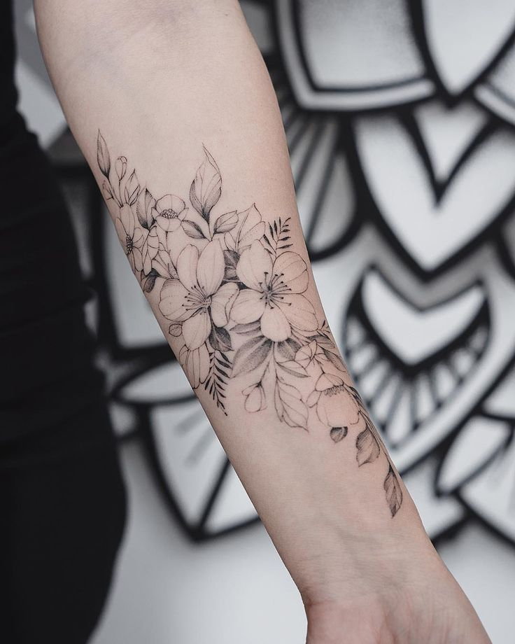 Tattoo unterarm blumen Das trendige