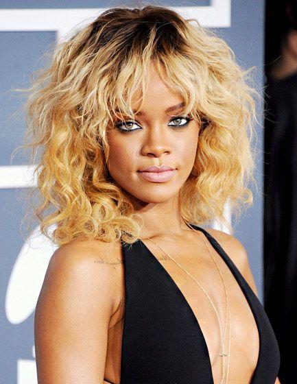 Rihanna S Hair Through The Years Rihanna Hairstyles Blonde Hair