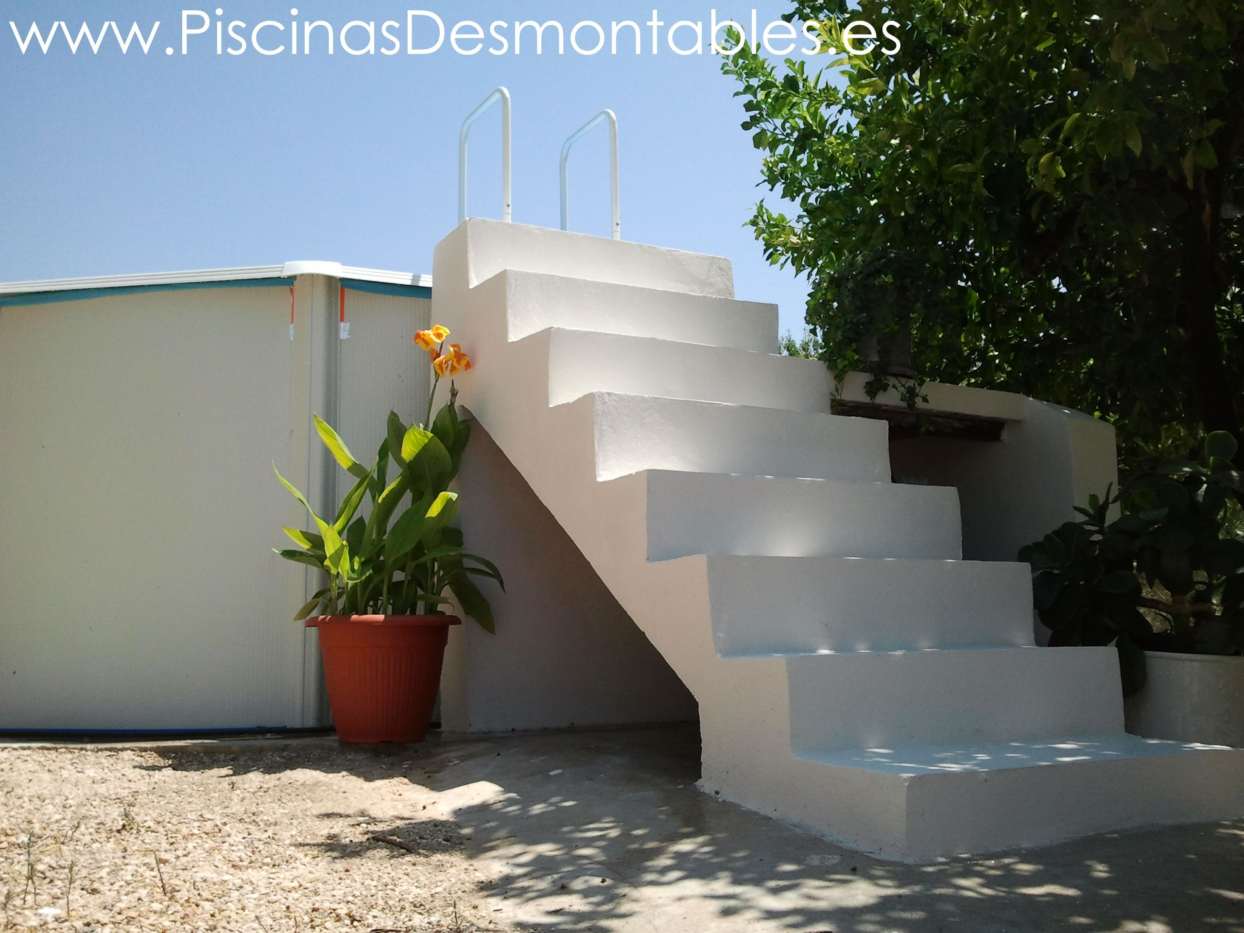 Escalera de cemento blanco para piscinas desmontables for Piscinas desmontables