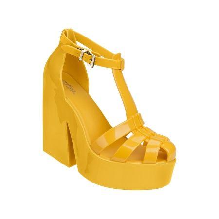 Plataforma con un diseño cortado en los dedos de los pies harö que este estilo…