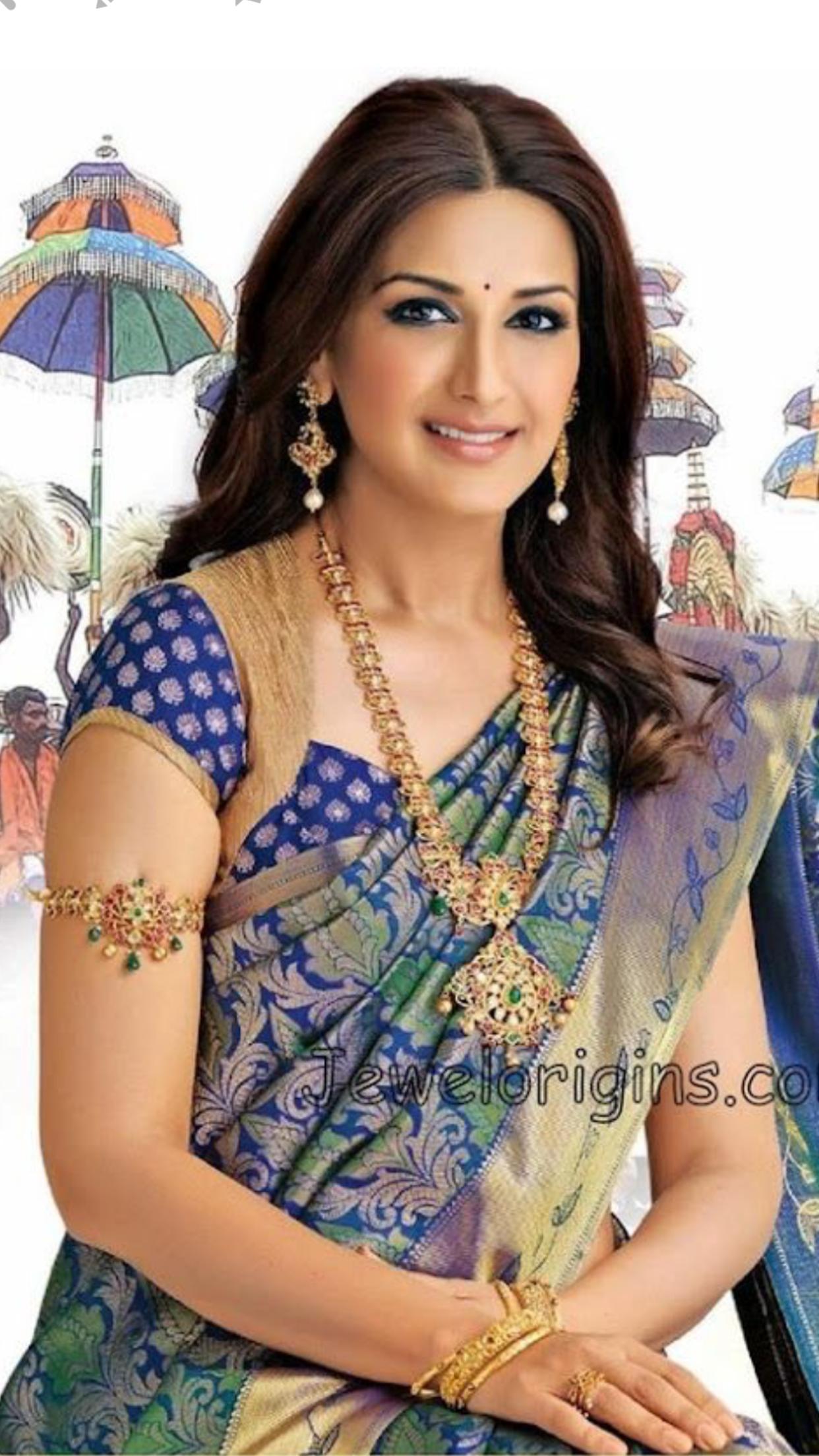 Pretty Sonali Bendre In Silk Saree And Wearing Attractive -2160