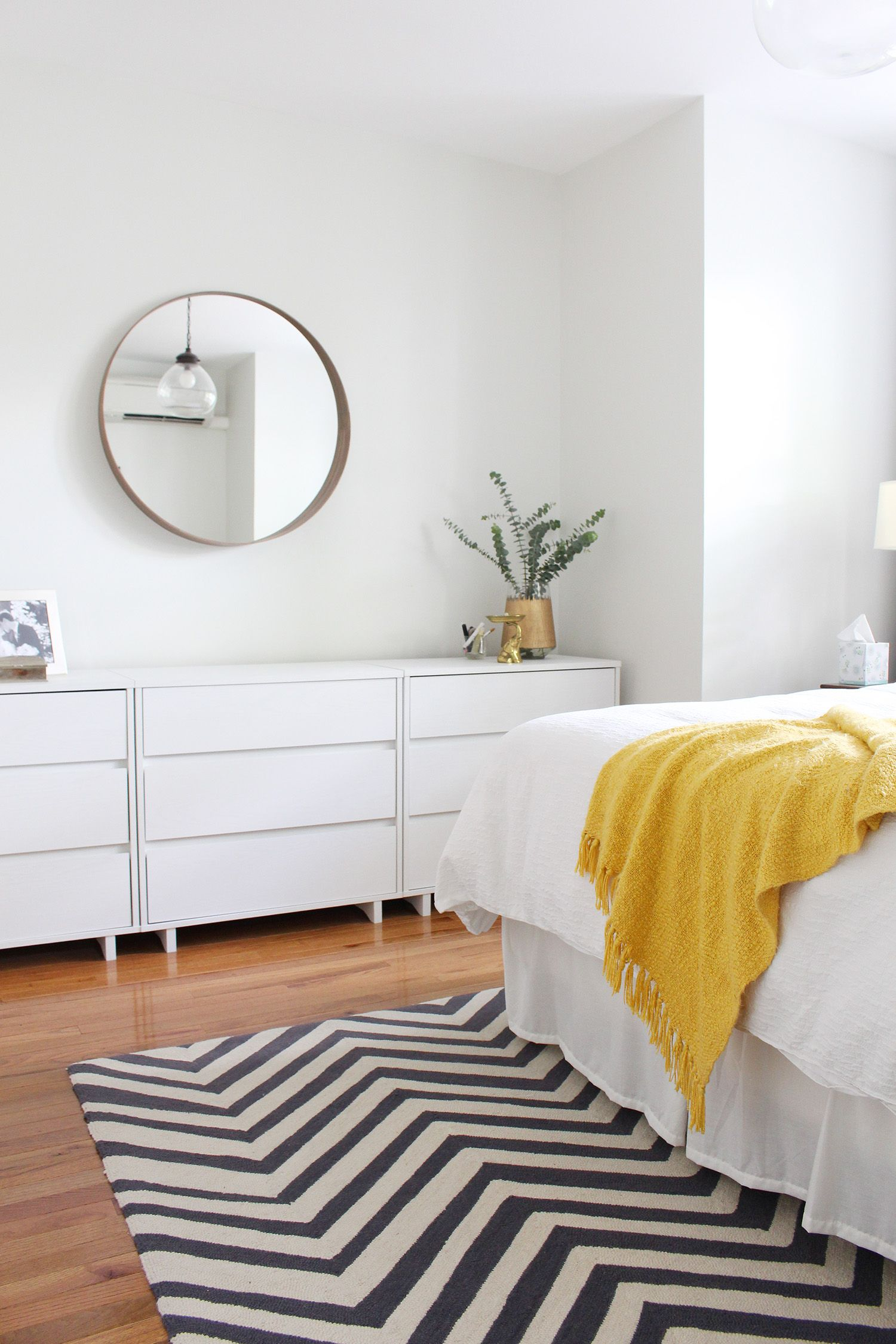Wall color winter white by benjamin moore learn how to choose the perfect paint color for your walls in this post white modern bedroom white walls