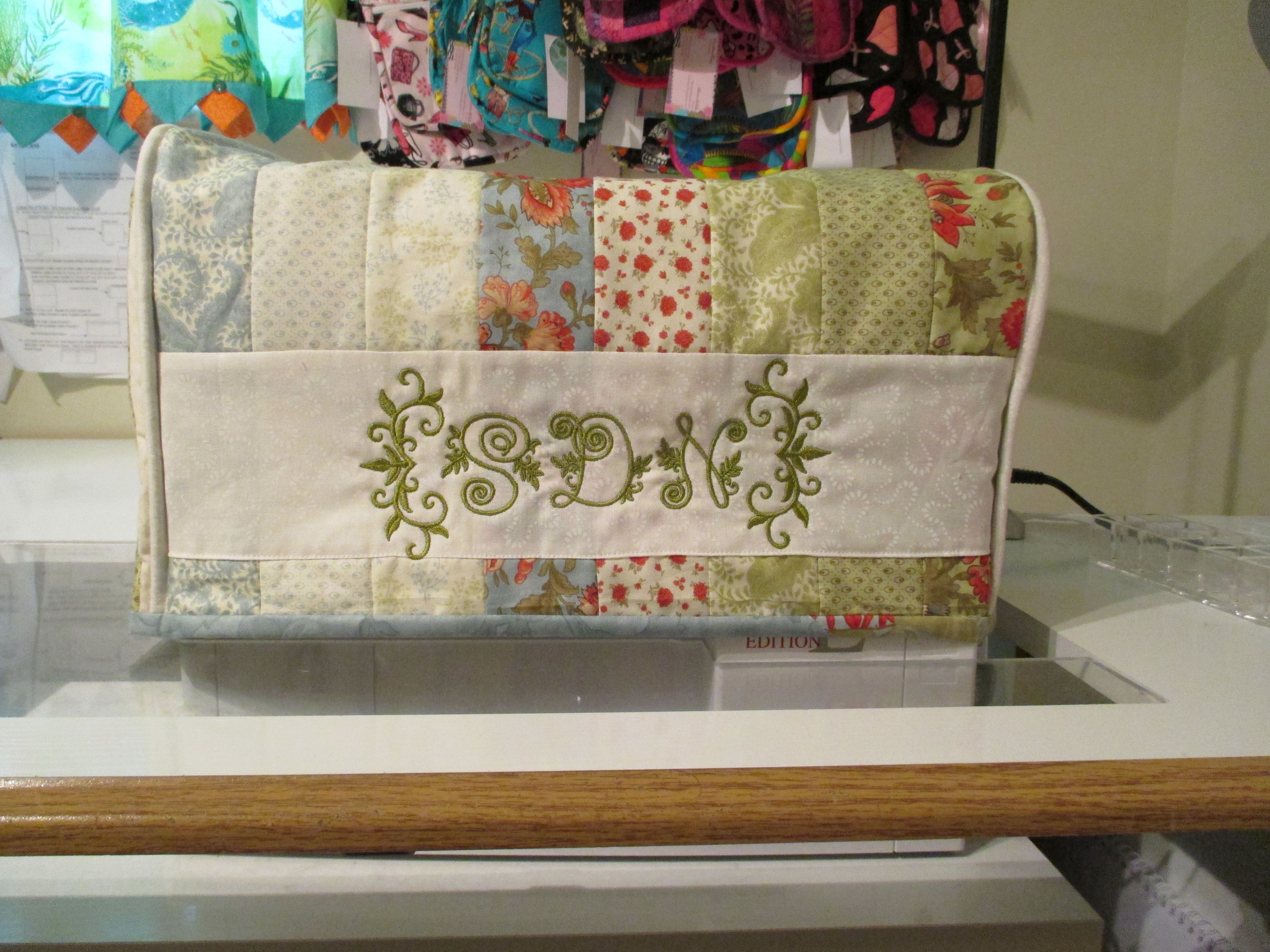 short cover for sewing machine.