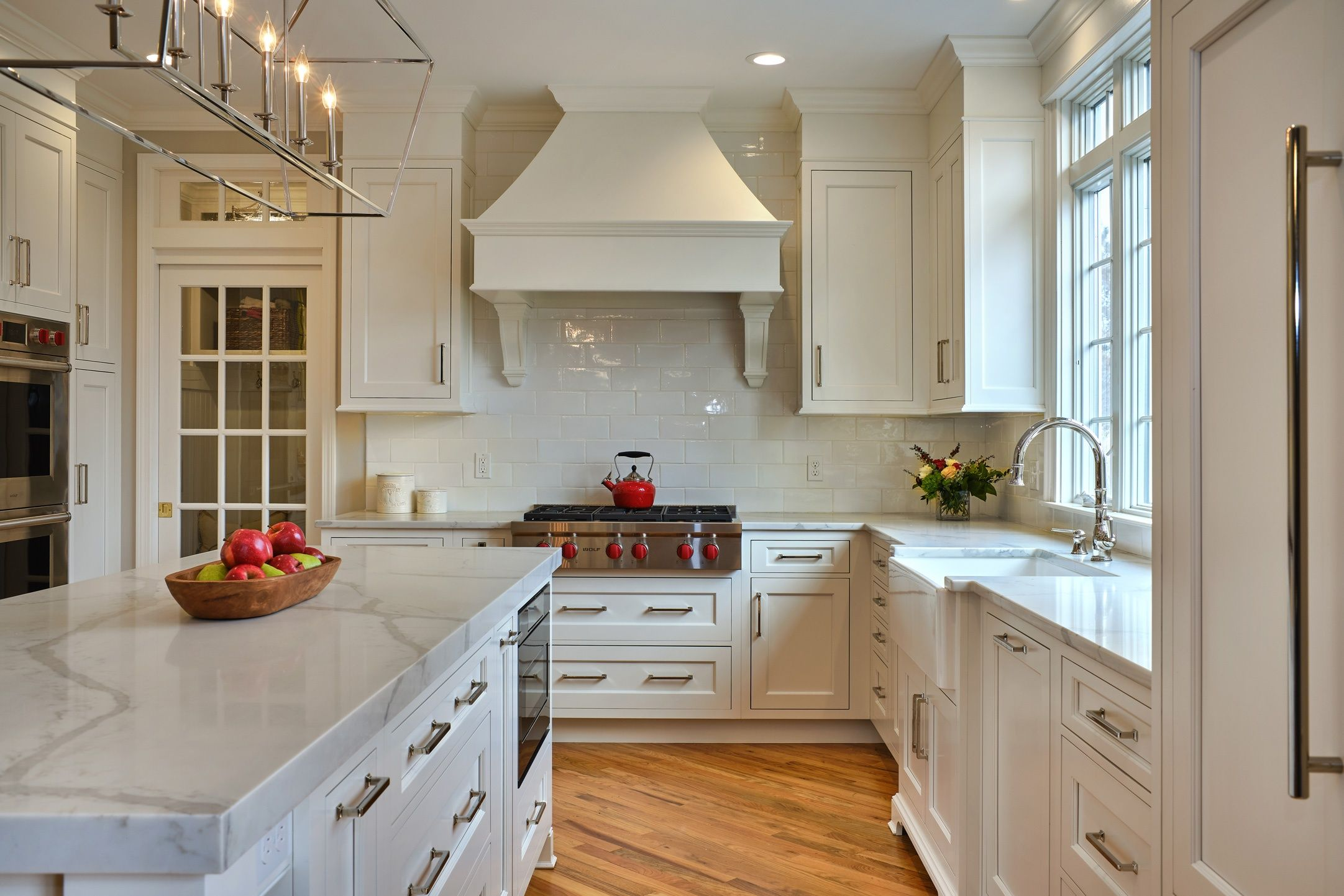 Tranquil Classic Kitchen Design In Milford Ct The Kitchen Company Classic Kitchens Classic Kitchen Design Refinish Kitchen Cabinets