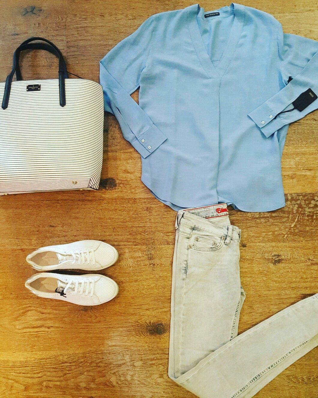 Super bleaced skinny jeans #Edenschwartz licht blauwe shabby blouse #Drykorn witte sneaker #Diesel nautical bag #Paulsboutiquelondon www.partnermode.nl