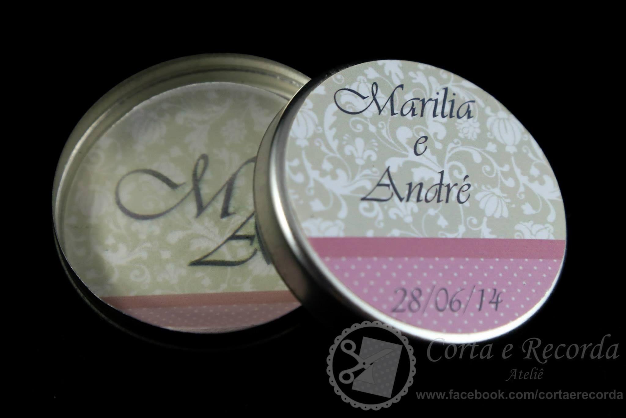 Latinha mint to be com personalização na tampa e interna com papel de seda.