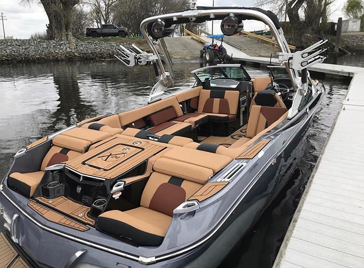 Instagram Da Tanksfilled Mastercraft X24 Tanksfilled Mastercraft Discoverybay In 2020 Luxury Pontoon Boats Wakeboard Boats Malibu Boats