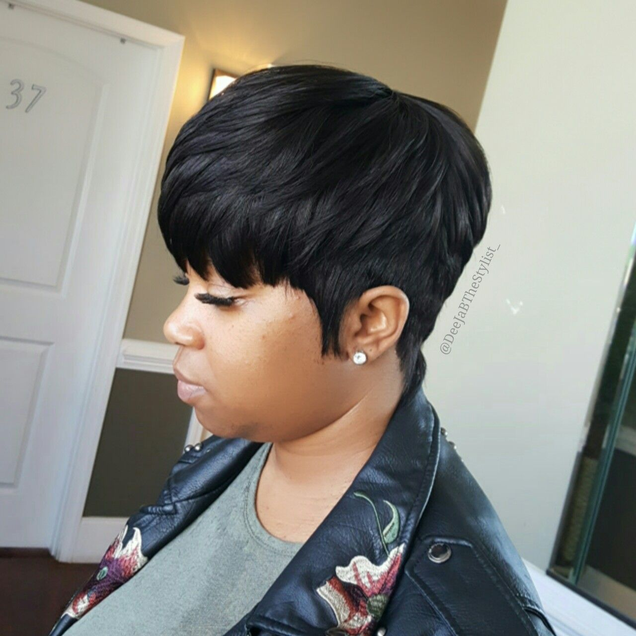 Pin By Laconyea Sisco On Stylists In 2020 Short Quick Weave Hairstyles Quick Weave Hairstyles Short Weave Hairstyles