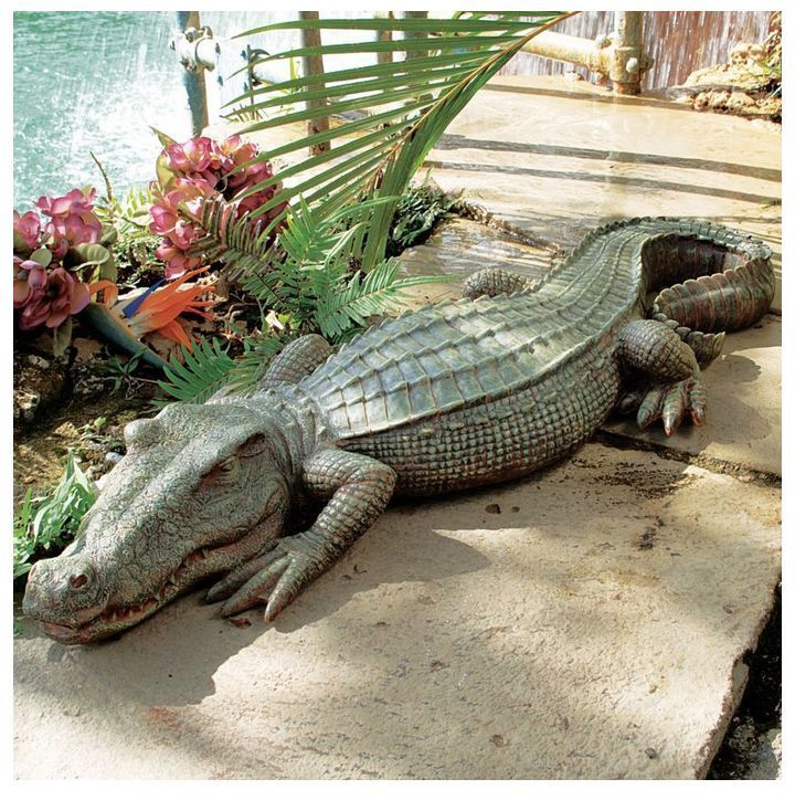 Elegant Crocodile Statue Garden Art Yard Sculpture Outdoor Decor Pond Swamp Lawn  Patio