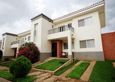 Casa Lujosa Ubicada En Las Colinas Cuenta Con 2 Plantas 4