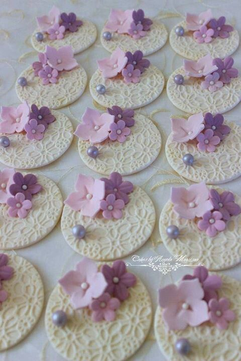 Flores Delicadas Mesa De Dulces Galletas Decoradas
