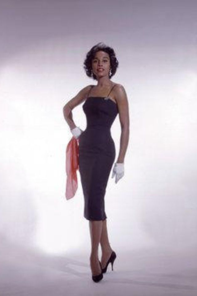 Diahann Carroll Uploaded By www.1stand2ndtimearound.etsy.com http://searchcelebrityhd.com/blog/