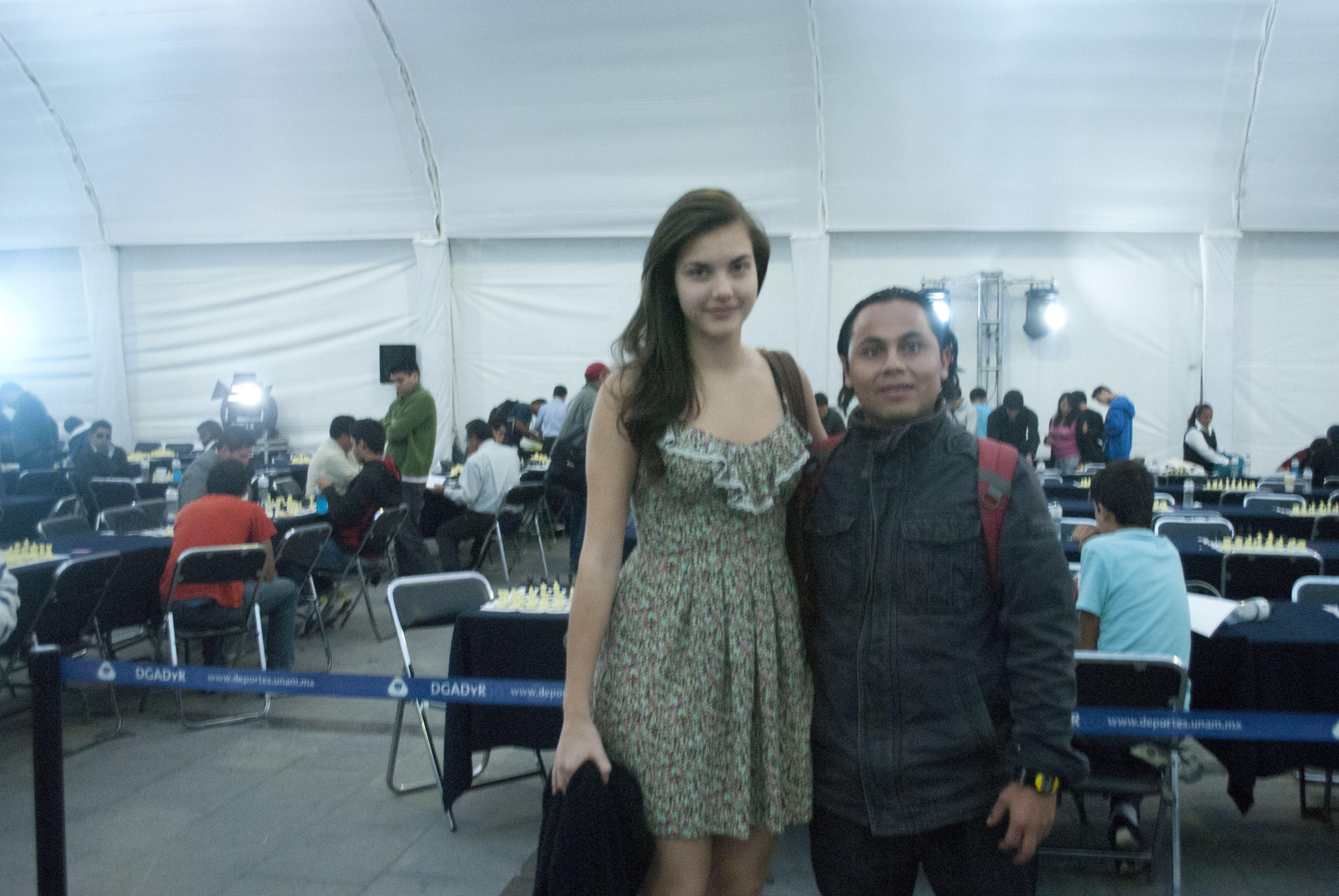 Una foto con la maestra de Canadá Alexandra Botez.