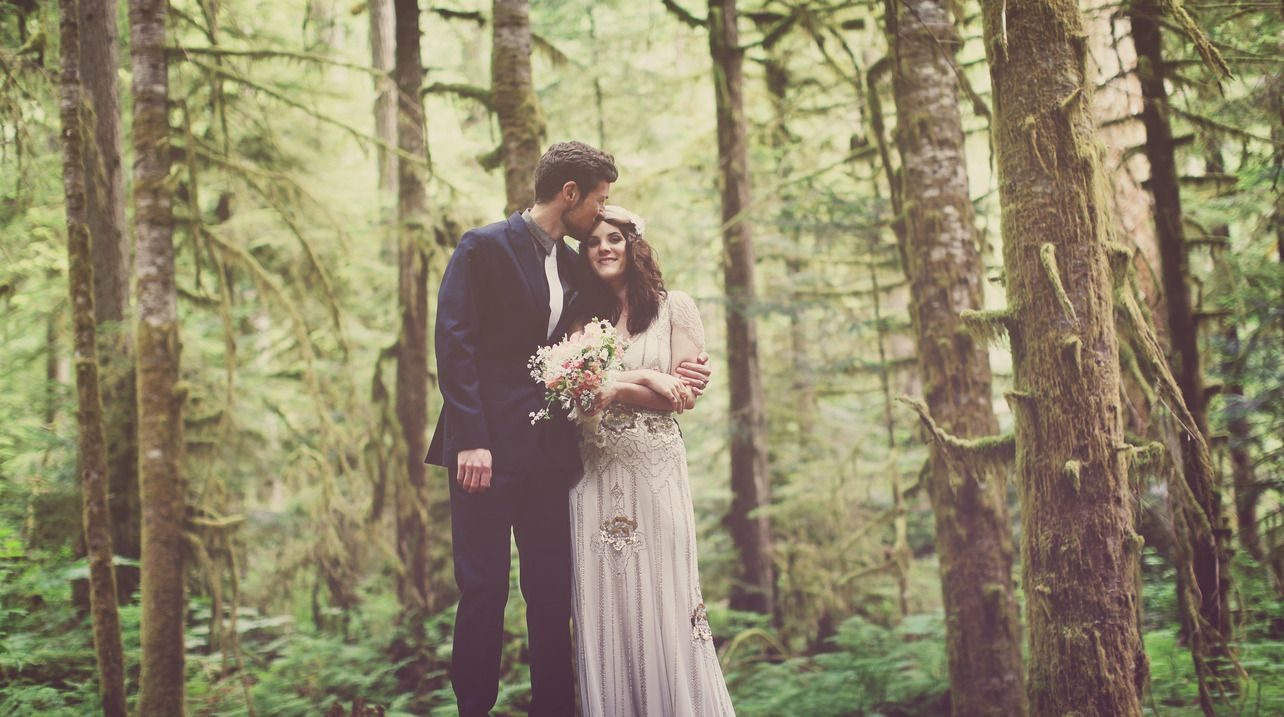 This gorgeous wedding in Snoqualmie National Forest by ...