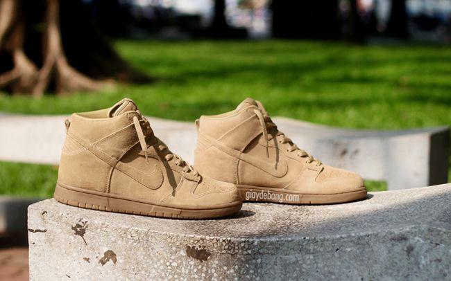 "A.P.C. x Nike Dunk High ""Tan Suede"""