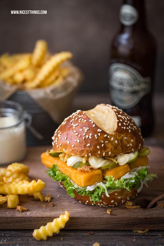 Fischstäbchen Burger Rezept, Fischburger mit Wellenschnitt-Pommes - Nicest Things