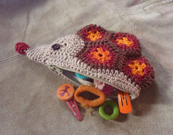 Hedgehog purse crochet pattern   Monederos, Flores africanas y Bolsos