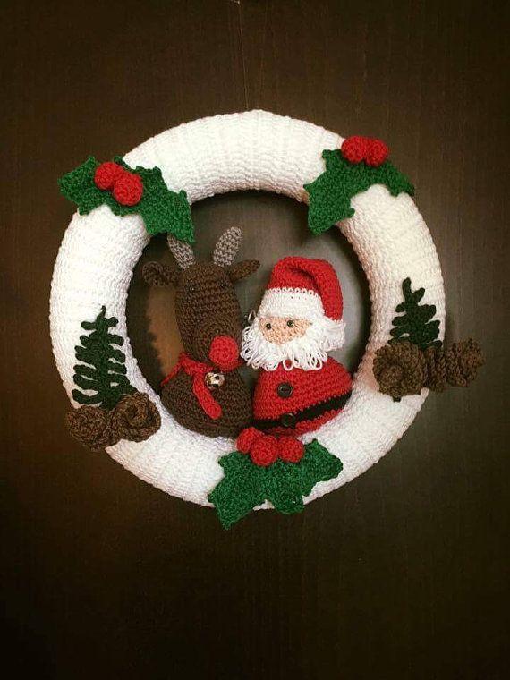 Santa and Rudolph Crochet Wreath | Türkränze, Häkeln und Kränze