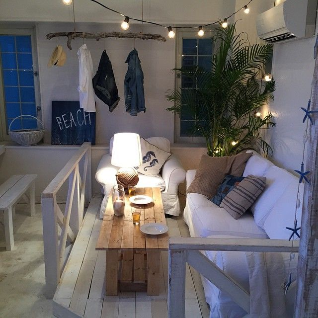 Jurafurniture内装ワーク 内装を手がけた沖縄 北谷のカフェ5 店内右側