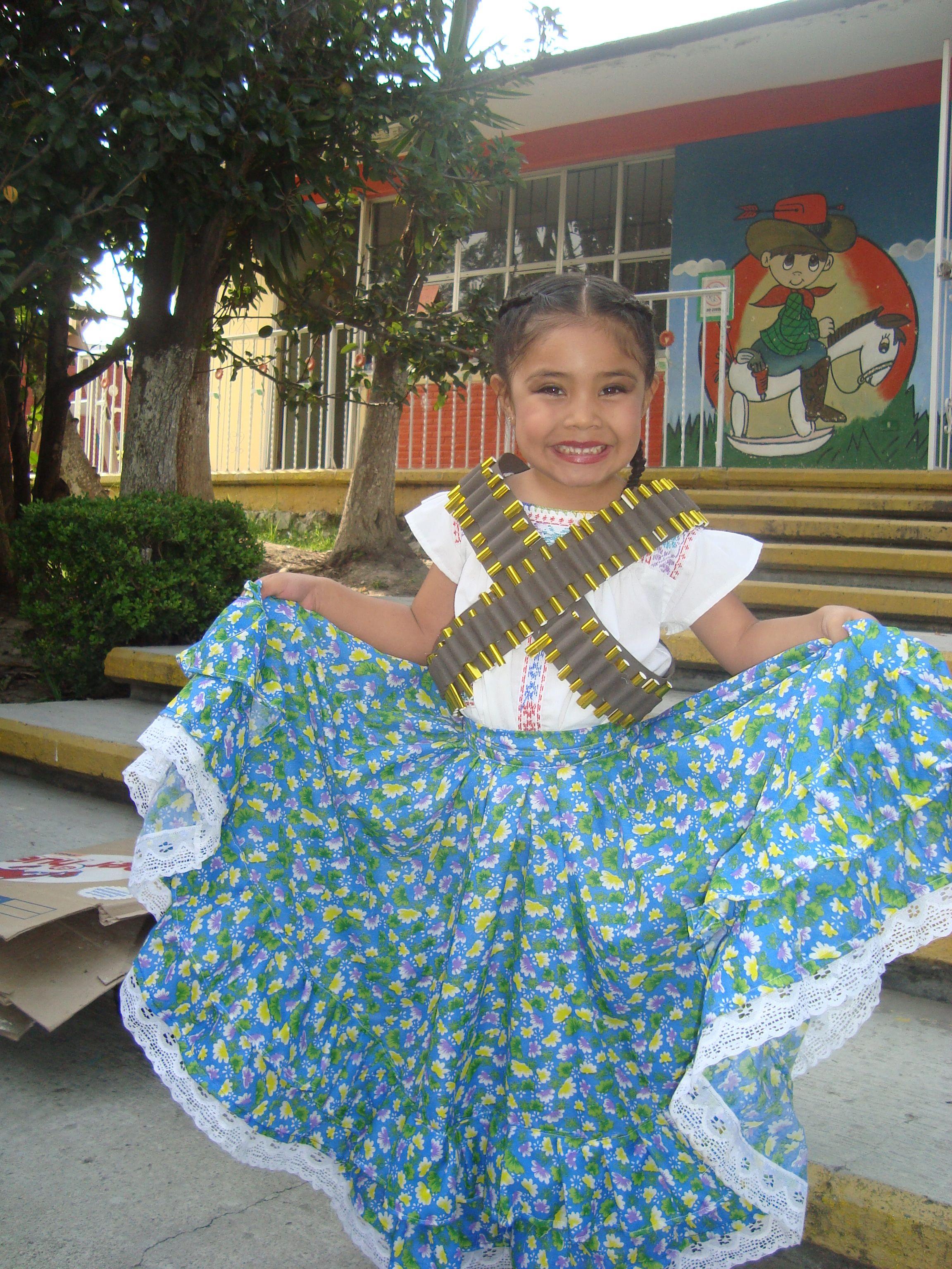 es el disfraz que le elabore a mi hija de adelia,las carrilleras ...
