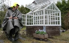Bilderesultat for bygge drivhus av gamle vinduer